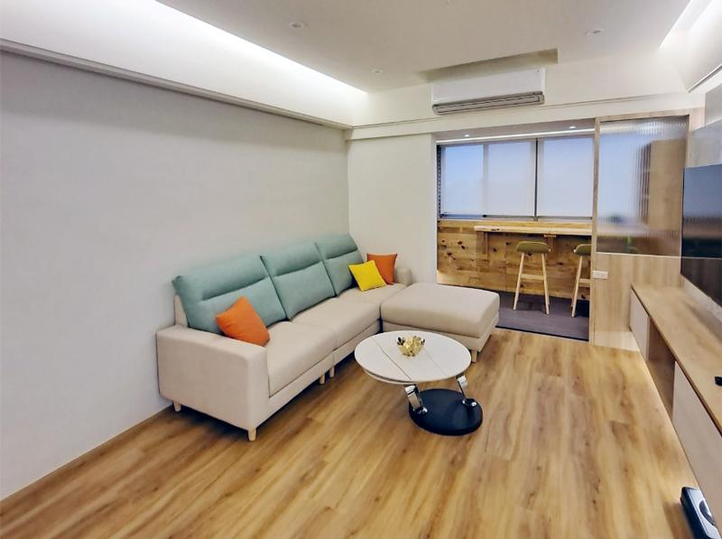 自立新村 黃公館\北歐風客廳電視牆與沙發背牆設計