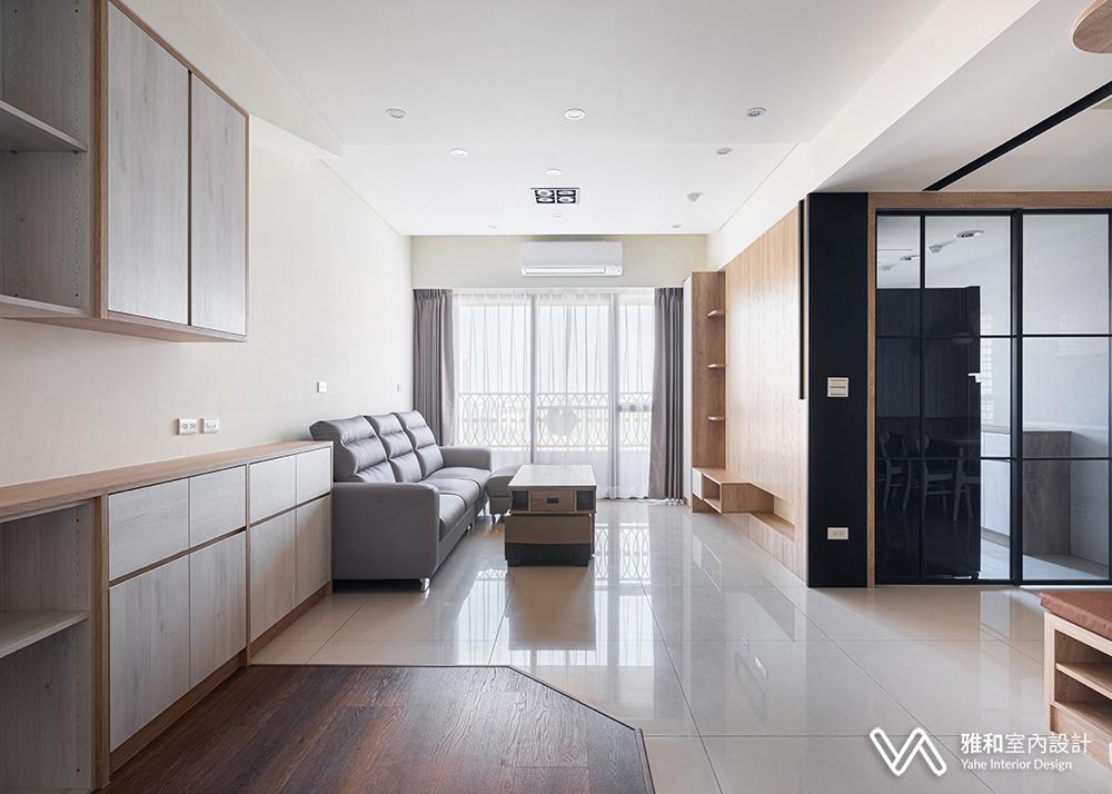雅和設計為您打造現代北歐風的明亮寬敞愜意現代宅,一進門就有寬敞、明亮、柔光寧靜的舒適感。