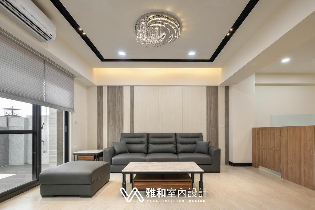 沙發背牆:灰白的顏色搭配加上深度不同,加強視覺上的立體感。